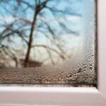 Beschlagene Fenster im Schlafzimmer – Ursachen, Gefahren & Handlungsmöglichkeiten